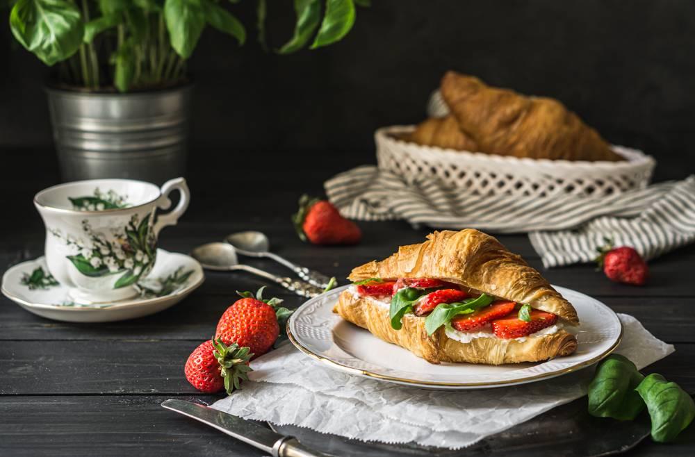 eper-croissant-reggeli